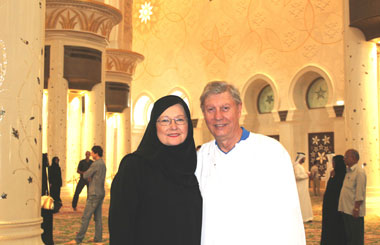 Katie '68 and Roger Foster at a tour of the Grand Mosque, Abu Dhabi.